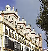 Casas de las cinco y cuatro torres